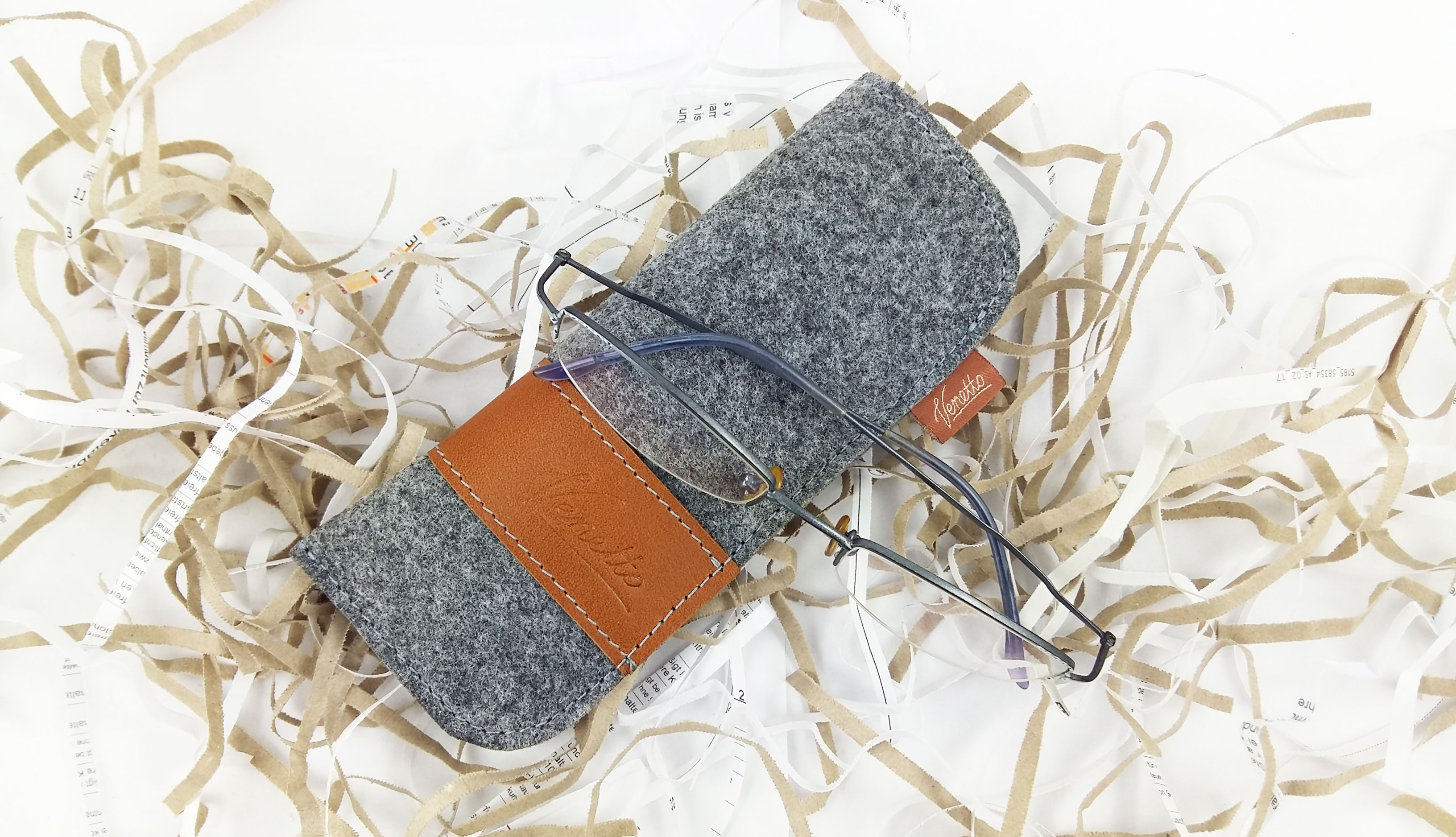 Brillenetui aus Filz mit Echtleder-Applikationen