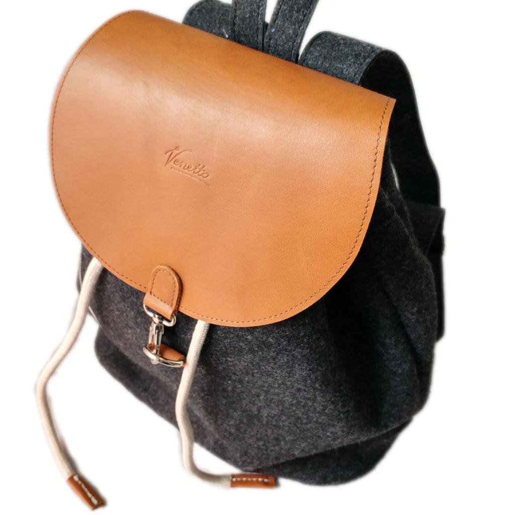Rucksack-aus-Leder-schwarz