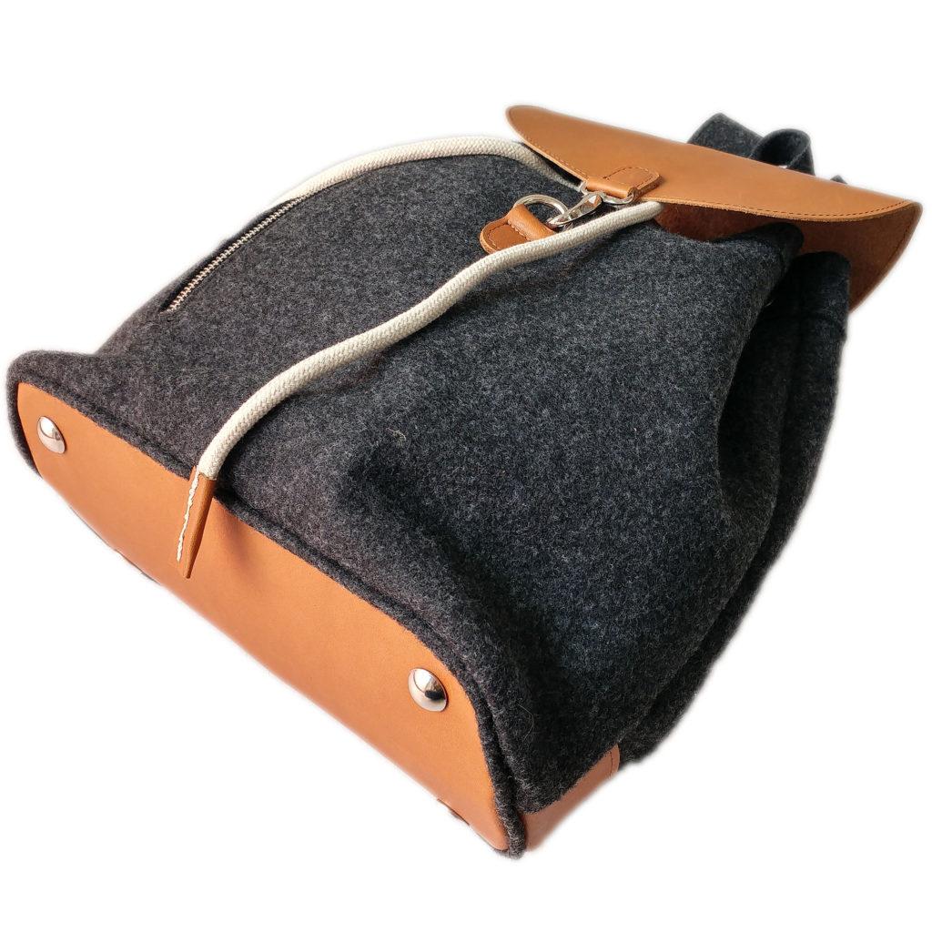 Rucksack-mit-Leder-Elementen